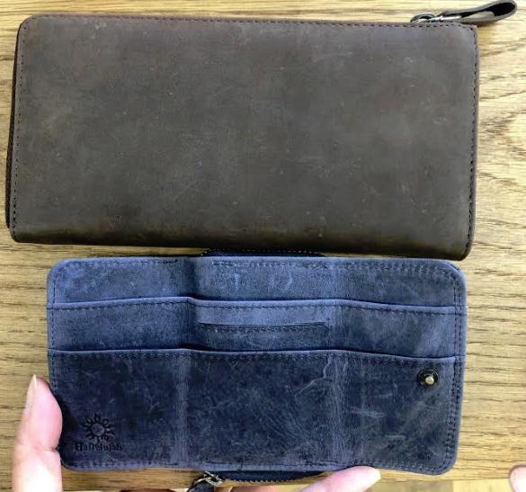 三つ折りミニ財布を広げた写真